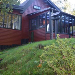 07 Bryrup - Huset med udestue og med vestvendt overdækket terrasse.